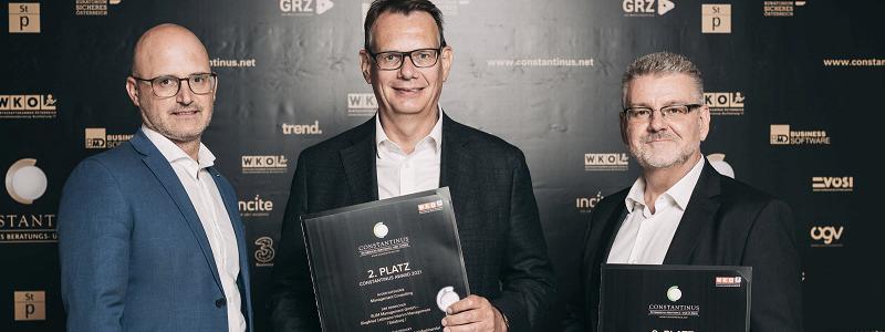 Wirtschaftspreis für Siegfried Lettmann (mi.), mit Keplinger-Produktionsleiter Robert Heinisch (re.) und Hansjoerg Weitgasser (li.) von der WKO